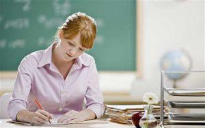 Пишет учитель