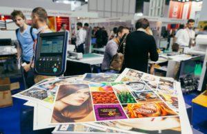 Какие рекламные материалы нужны для проведения конференции или выставки и где их заказать